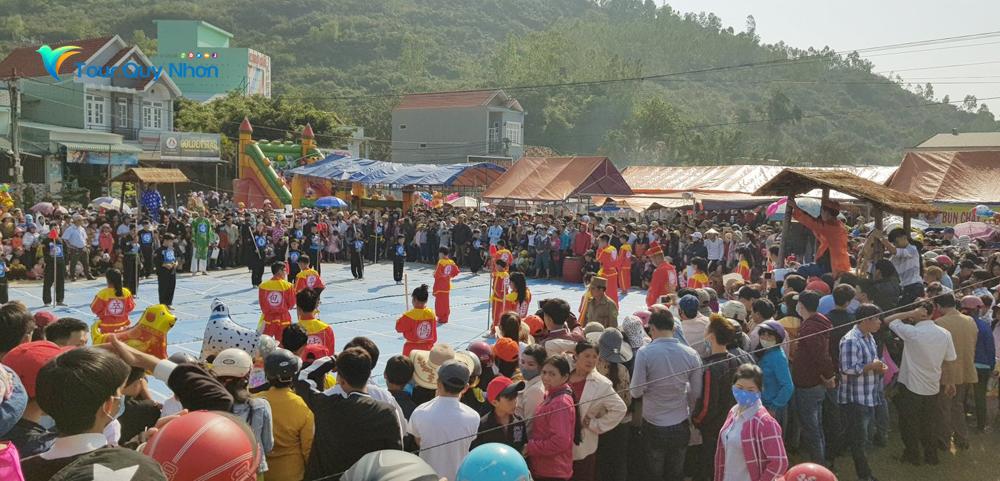 Biểu diễn võ thuật cờ người - Nét văn hóa truyến thống người dân Bình Định
