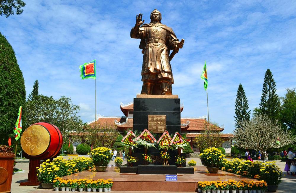 Khuôn viên bảo tàng Quang Trung trang trí trong ngày lễ hội